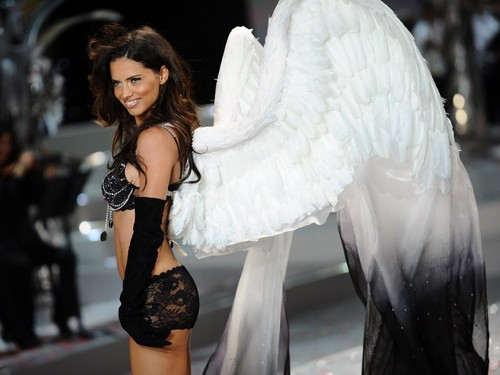 Adriana_Lima--2008 Victoria's Secret Fashion toon