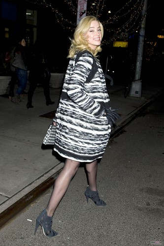 GRABS A TAXI ON A NIGHT OUT IN NEW YORK CITY (DECEMBER 11TH)