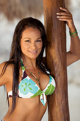Wwe Former Diva Ivory achtergrond with a bikini called Ivory Poisoner