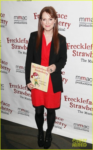 Julianne Moore: 'Freckleface Strawberry the Musical'!