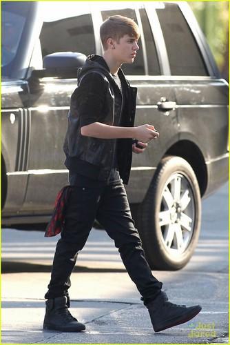Justin Bieber: 'Under The Mistletoe' Goes Platinum!