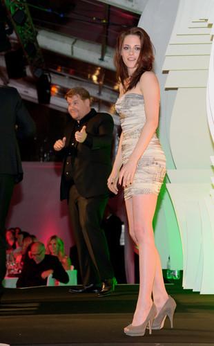 Kristen At the Glamour Awards