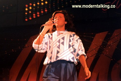 Modern Talking Hintergrund with a konzert titled MODERN TALKING
