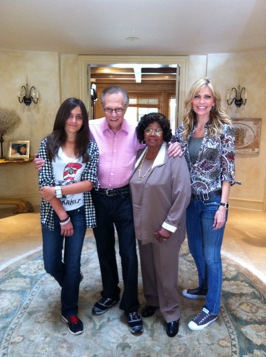 Paris Jackson achtergrond probably containing a sign, a drawing room, and a straat called Paris Jackson, Larry King, Katherine Jackson And Shawn King 2011