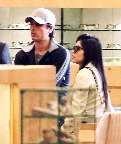 Pregnant Kourtney Kardashian And Scott Disick Shopping At Neiman Marcus - kourtney-kardashian Photo