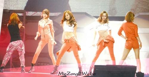 SNSD - SM Town Live Tour Photobook Scans