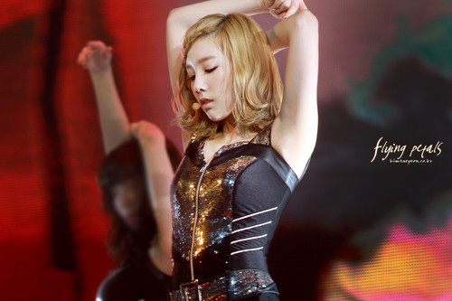 Taeyeon@2011 Girls Generation Tour in Singapore