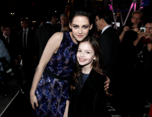 Twilight Series پیپر وال titled bella and renesmee
