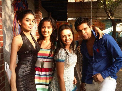 HUMSE HAI LIFE wallpaper called off-screen pics of the cast