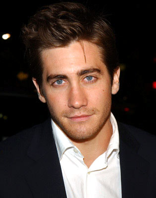 Jake Gyllenhaal wallpaper with a business suit, a suit, and a three piece suit entitled <3jake<3