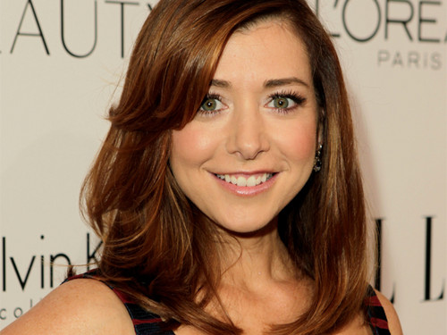 Alyson Hannigan wallpaper containing a portrait titled Alyson.