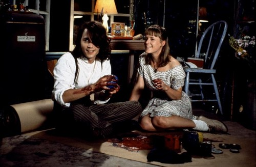 Benny and Joon Hintergrund containing a drawing room, a sign, and a family room entitled Benny & Joon <3