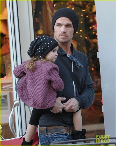 Cam Gigandet: Pottery 외양간, 헛간 Kids With Everleigh!