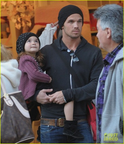 Cam Gigandet: Pottery खलिहान Kids With Everleigh!