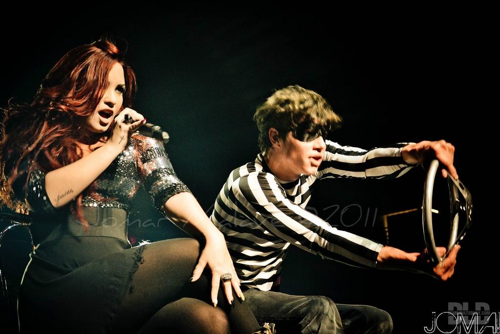 Demi Lovato Concert in Puerto Rico (December 16, 2011) - demi-lovato photo
