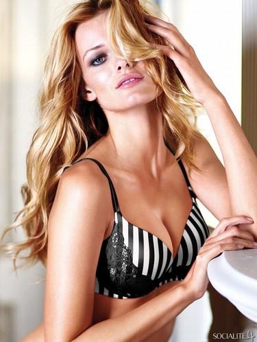 Edita Vilkeviciute Modeling 사진
