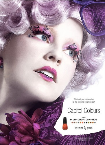 Effie Trinket the face of the 颜色 from the Capitol