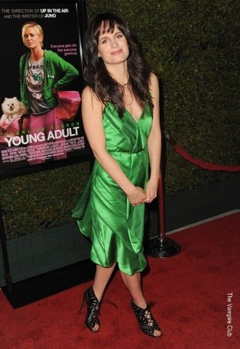 "Elizabeth at the ""Young Adult"" premiere in Los Angeles"