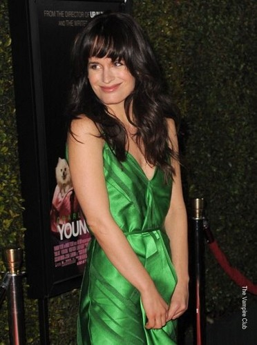 """Elizabeth at the """"Young Adult"""" premiere in Los Angeles"""