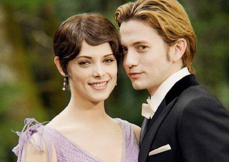 Photos Breaking Dawn, Jasper et Alice dans album photo des cullens Jalice-twilight-series-27773187-454-322