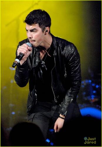 Joe Jonas: B96 Jingle Bash!