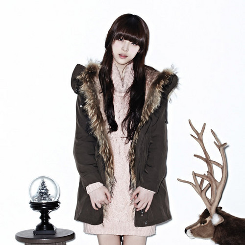 F(x) wallpaper probably with a fur coat, a well dressed person, and a box coat entitled Krystal and Sulli for QUA
