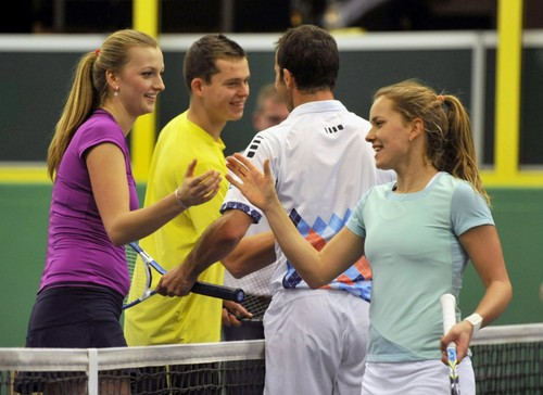 Kvitova and Pavlasek টেনিস exhibition 2