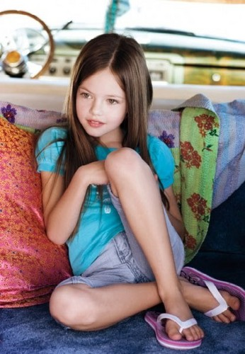 Twilight Series wallpaper possibly with skin called Mackenzie Foy