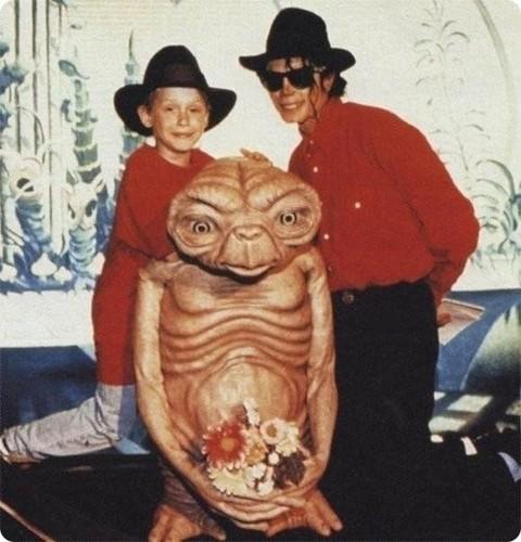 Macualay Culkin, E.T and Michael Jackson