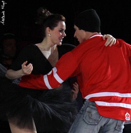 Tessa Virtue & Scott Moir wallpaper entitled Medalist on Ice 2010