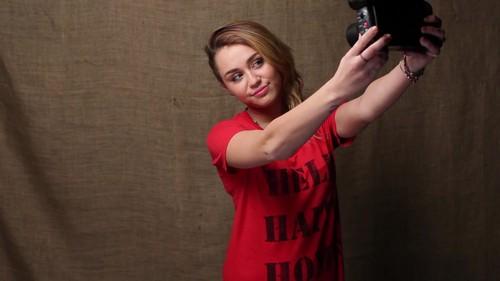 Miley - Help Haiti tahanan Super Give Away