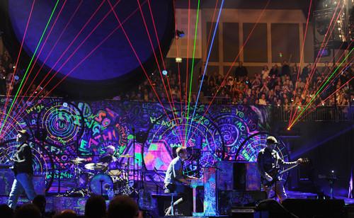 Coldplay karatasi la kupamba ukuta with a tamasha titled Mylo Xyloto Tour [December 9, 2011]