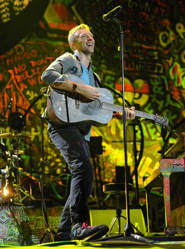 On Stage: Under 1 Roof [December 10, 2011]