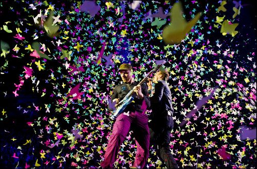 Coldplay wallpaper called On Stage: Under 1 Roof [December 10, 2011]