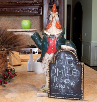 Rooster Chalkboard a message written द्वारा Paris from the house where MJ died 2 years पूर्व
