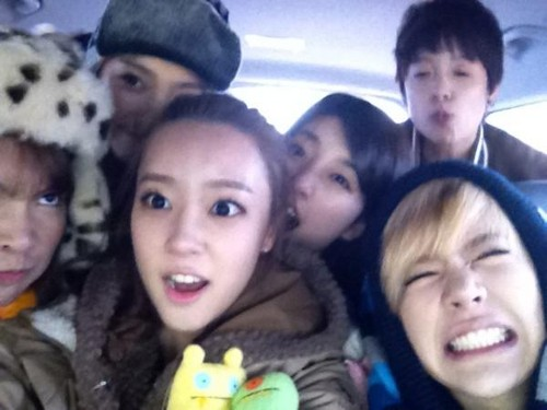Sunny with G8 members Selca