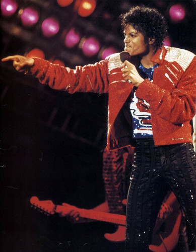 Michael Jackson concerts wallpaper containing a concert titled Victory Tour - Beat It