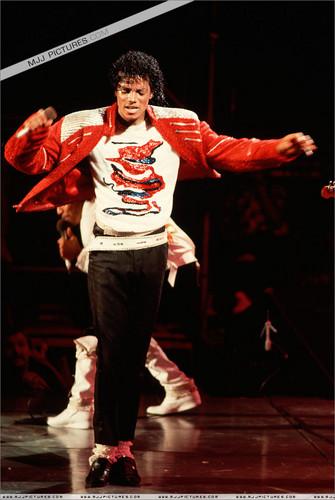 Michael Jackson concerts wallpaper entitled Victory Tour - Beat it
