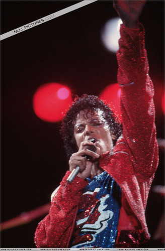 Michael Jackson concerts wallpaper possibly containing a concert entitled Victory Tour - Beat it