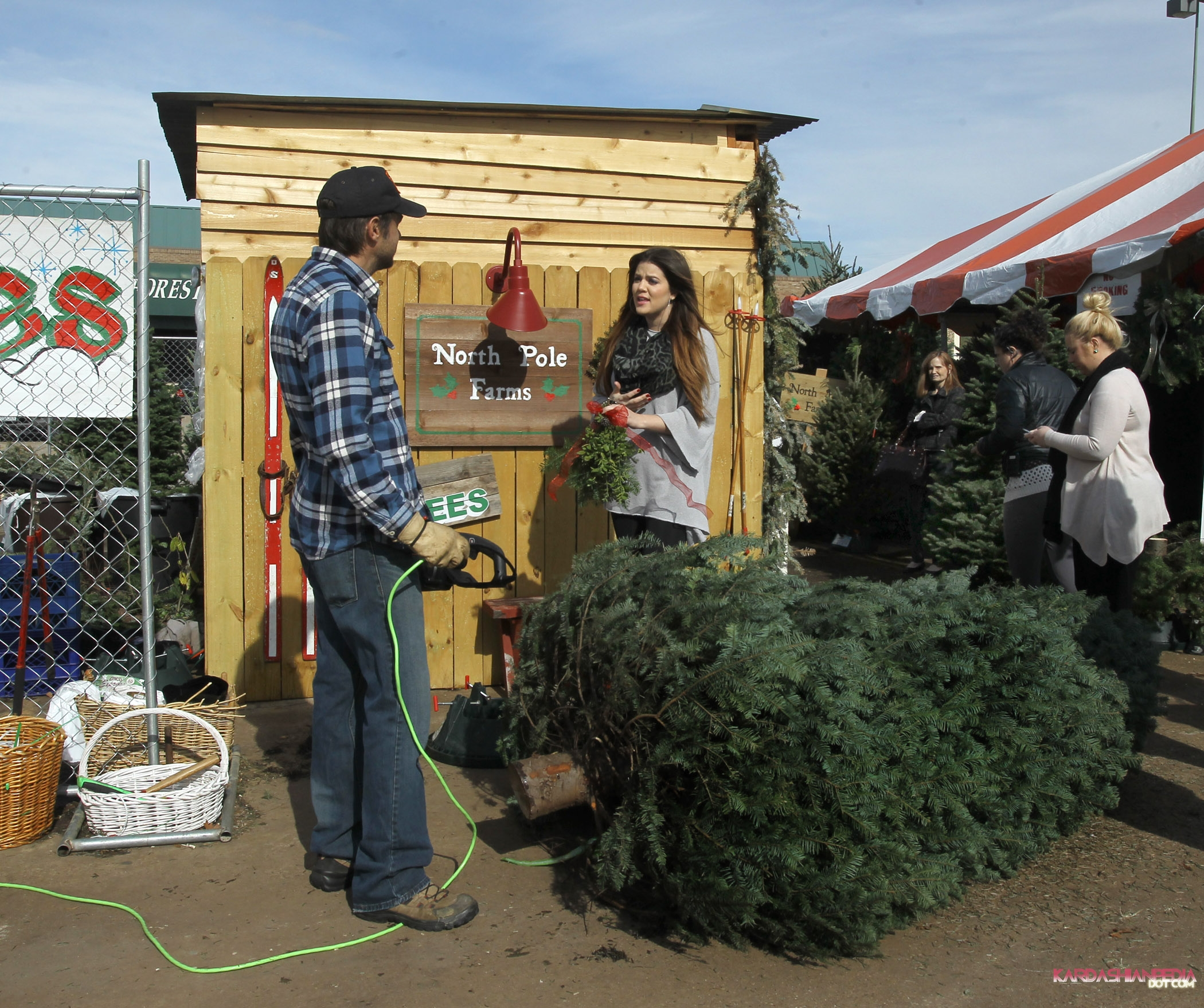 Khloe Gets A Christmas Tree At The North Pole In Dallas 20