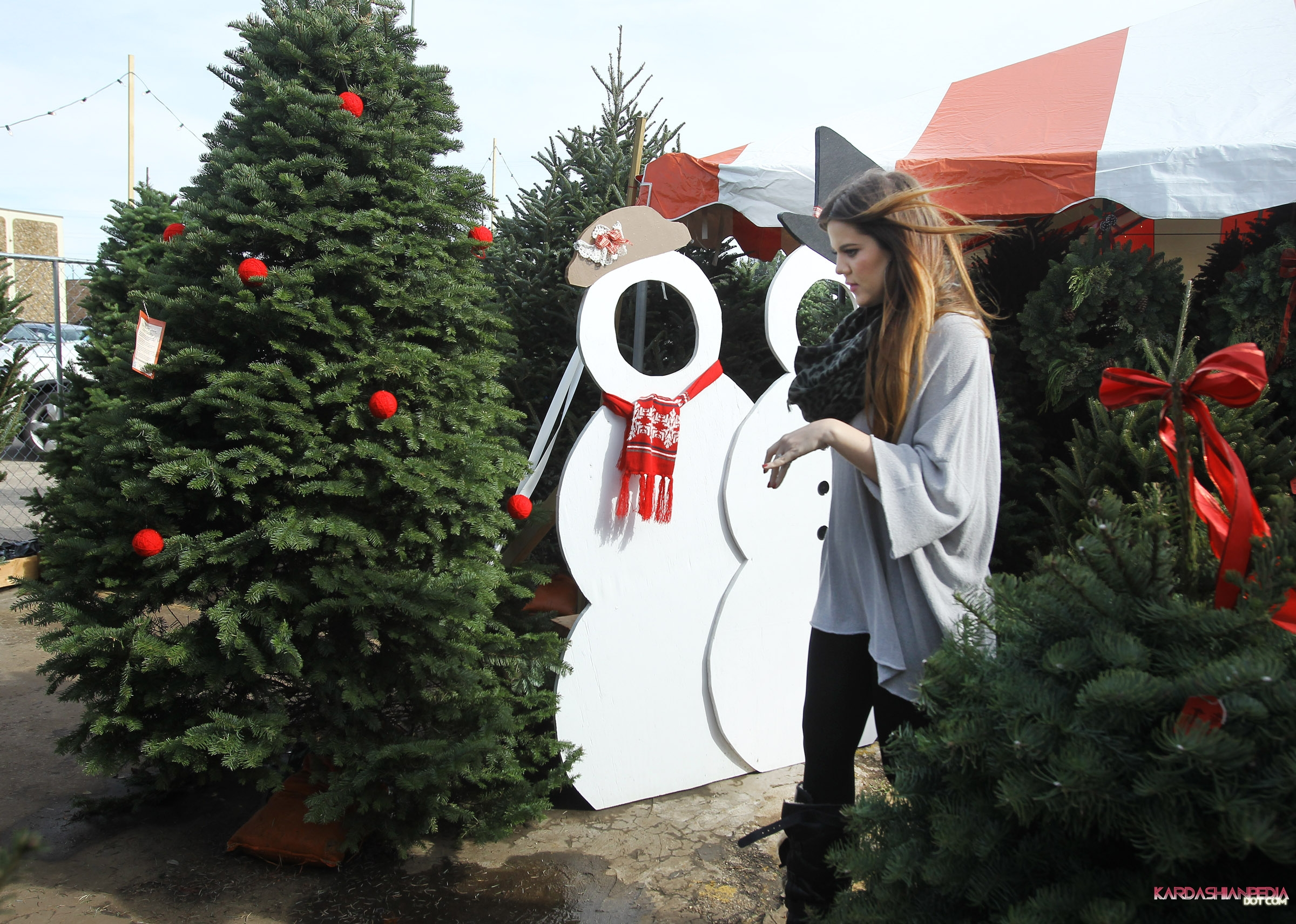 Khloe Kardashian images Khloe gets a Christmas tree at the North ...