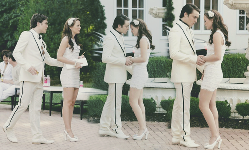 Blair & Chuck karatasi la kupamba ukuta possibly containing a well dressed person called ♥♥