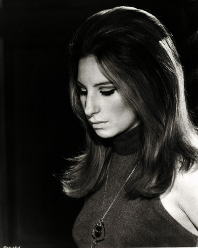 Barbra Streisand 바탕화면 possibly with a portrait entitled Barbra Streisand