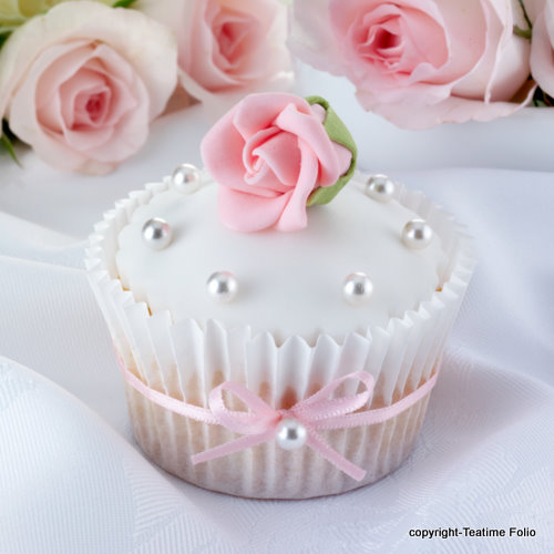 Daydreaming wallpaper with a bouquet and a cupcake called Beautiful Treats For You Princess <3
