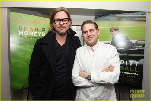 Brad Pitt Hintergrund with a business suit called Brad Pitt: 'Moneyball' Screening with Jonah hügel