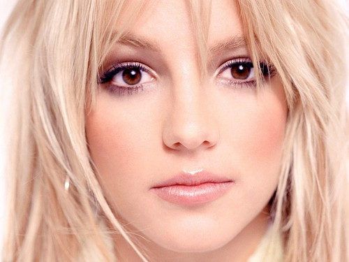 Britney Spears wallpaper containing a portrait titled Britney Wallpaper ❤