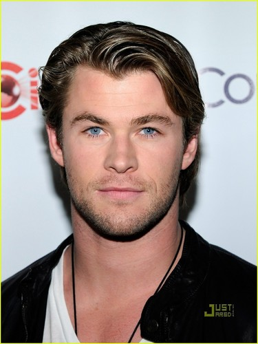 Chris Hemsworth wallpaper containing a portrait titled Chris Hemsworth