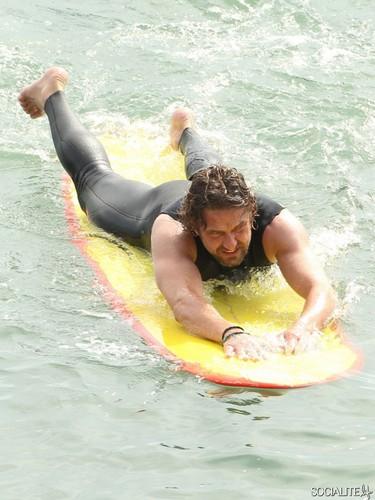 Gerard Butler Surfs For 'Of Men And Mavericks'