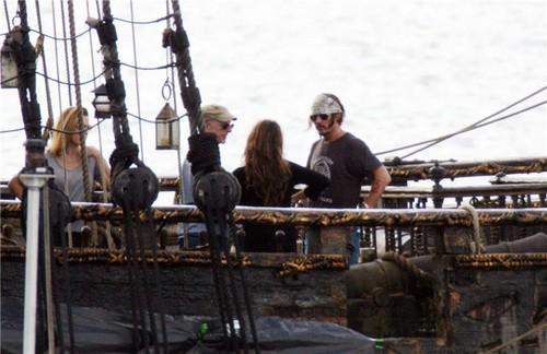 JD and Penelope Cruz<<27 July in fliming POTC 4