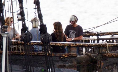JD and Penelope Cruz<<27 July in fliming POTC 4